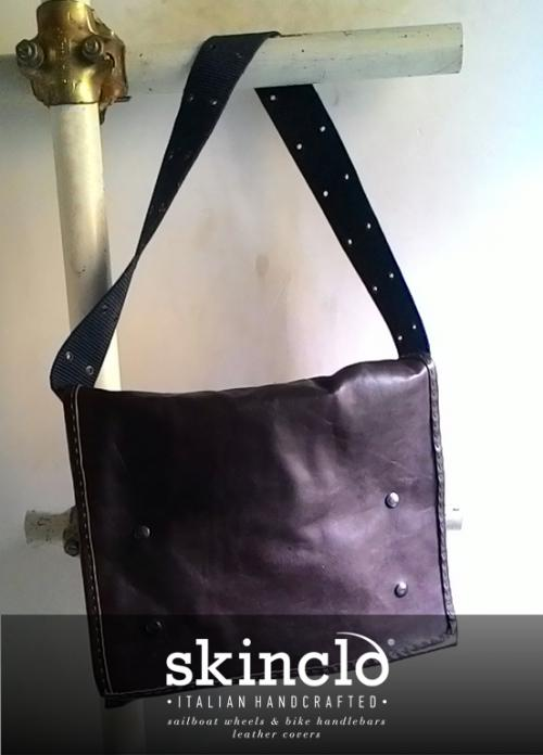 Skinclò-messenger-bag