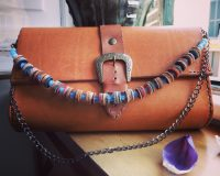 Borsetta in vacchetta toscana conciata ai tannini - Vegtan pochette with leather necklace