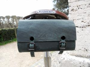 PA1-FRONTGREEN-FRONT-CLOSE-SADDLE