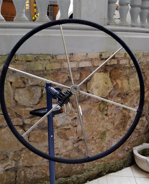 rivestimento-ruota-timone-nero-scamosciato